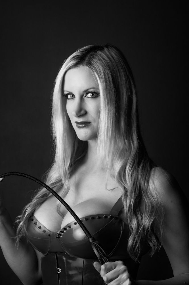 Photo von MISTRESS NIKKI WHIPLASH
